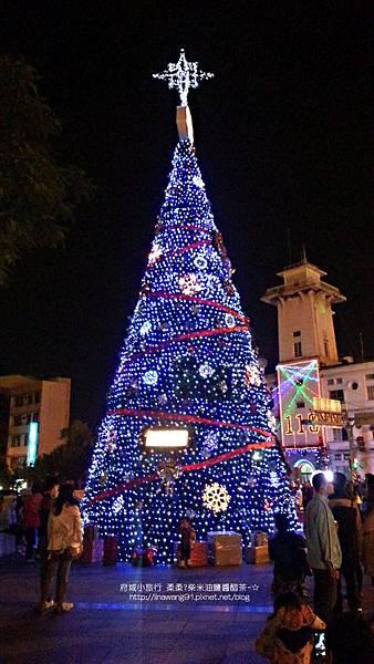 2012-1208-台南文學館聖誕樹 (1)
