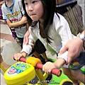 2012-0722-Yuki 4Y6M去湯姆熊玩跳跳機器