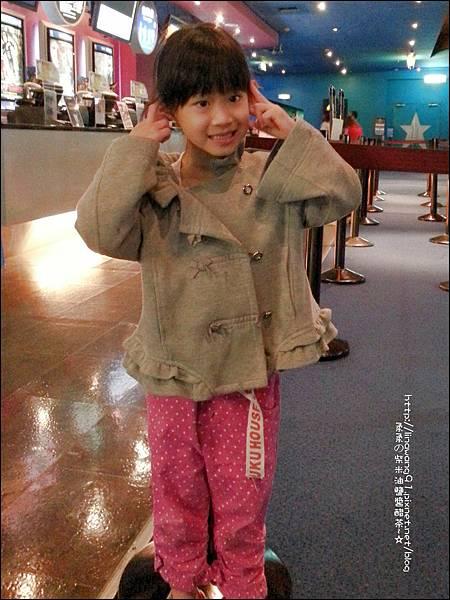 2012-1006-Yuki 4Y9M第一次看電影
