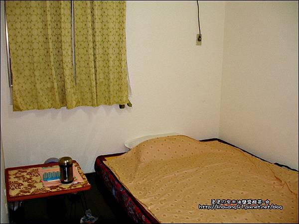 2008-0607-還未裝潢的兒童房