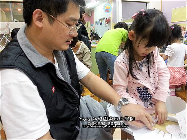 2012-1018-幼稚園中班上學期-美麗的衣牚-Yuki 4Y9M (2)