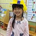 2012-1018-幼稚園中班上學期-美麗的衣牚-Yuki 4Y9M (3)