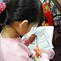 2012-1112-幼稚園中班上學期-美麗的衣牚-Yuki 4Y10M-作業衣服 (2)
