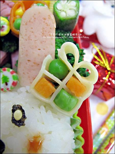2013-1212-小兔子過聖誕便當 (6).jpg