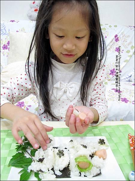 2013-1213-桂冠-明太子魚香腸飯糰 (4).jpg
