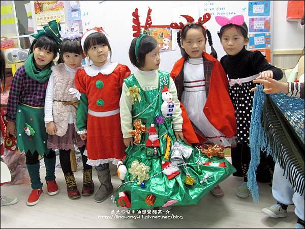 2013-1221-Yuki 5Y11M-幼稚園聖誕服裝秀 (11).jpg