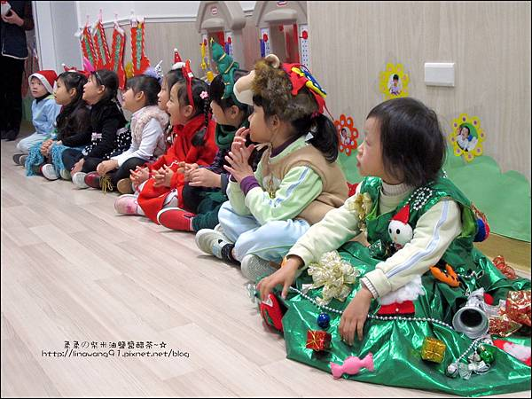 2013-1221-Yuki 5Y11M-幼稚園聖誕服裝秀 (14).jpg
