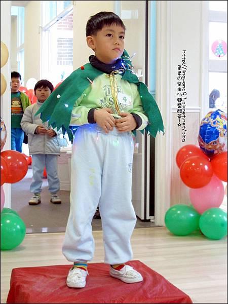 2013-1221-Yuki 5Y11M-幼稚園聖誕服裝秀 (23).jpg