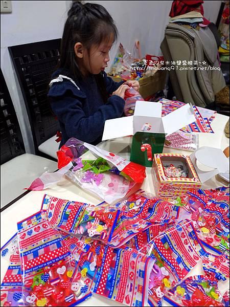 2014-1224-Yuki 7Y生日包禮物 (1).jpg