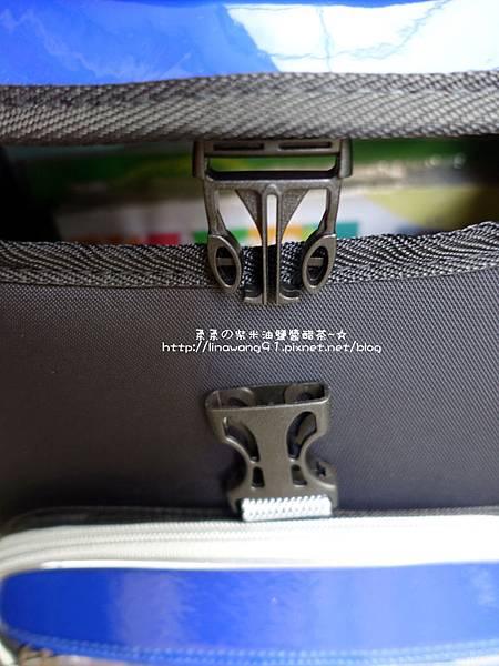 2018-0125-UNME 掀蓋前釦式護脊書包 (17).jpg