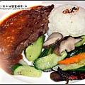 油桐花坊-轟炸牛排飯佐黑胡椒醬.jpg