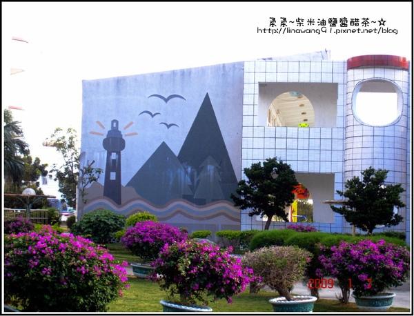 屏東-墾丁國民小學牆外還畫了燈塔.jpg