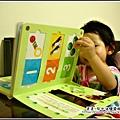 YUKI-1歲6個月學看書-1.jpg