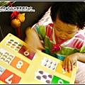 YUKI-1歲6個月學看書-2.jpg