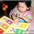 YUKI-1歲6個月學看書-3.jpg