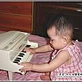 YUKI-6個月玩鋼琴.jpg