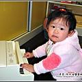 YUKI-11個月喜歡玩鋼琴.jpg