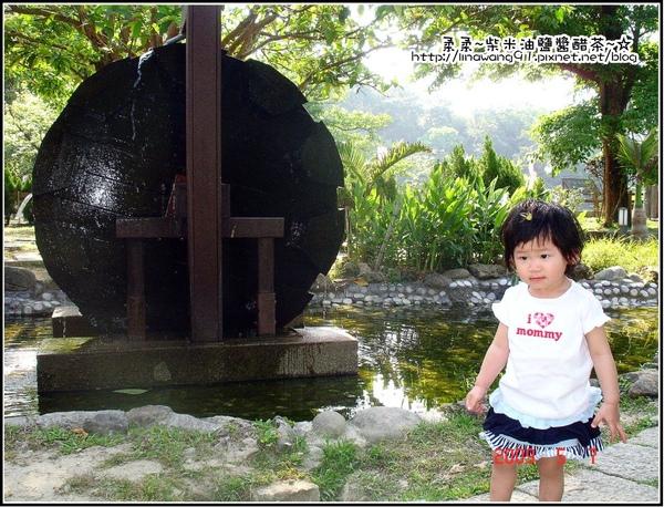 獅頭山遊客中心-古樸的水車.jpg