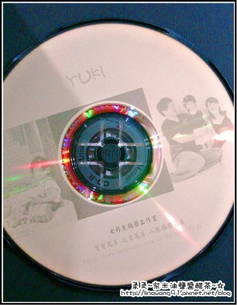 七彩魚寶貝寫真館-會附贈一片照片的CD.jpg