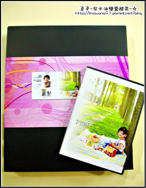 七彩魚寶貝寫真館-寫真集書的包裝與CD片.jpg