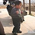 大陸-青島-拿玩具槍的寶寶.jpg