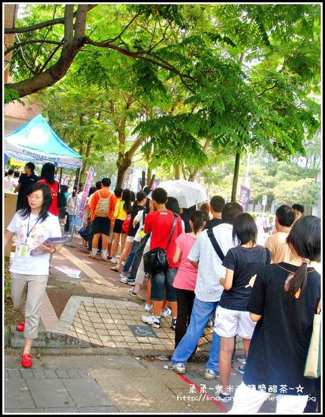 2009-0815第10屆漫畫博覽會-大排長龍.jpg