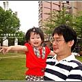 1歲5個月yuki與爸爸公園玩.jpg