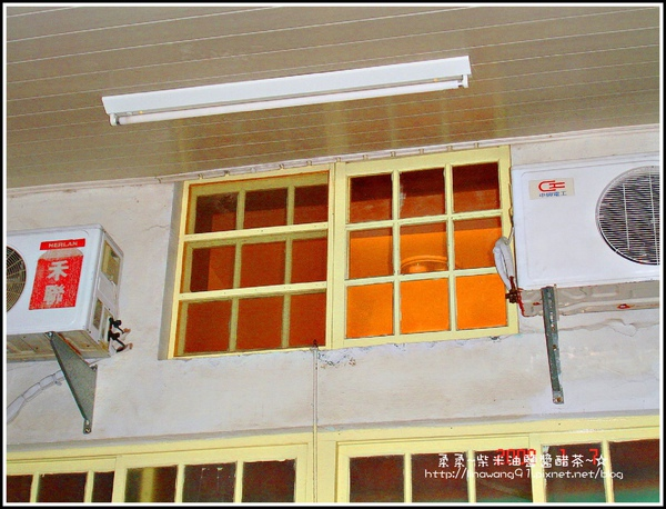 2009-0107-恆春-海角七號-阿嘉的家-閣樓外的窗戶.jpg