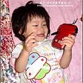 2009-0710 -1歲6個半月自己拿攝影機拍拍.jpg