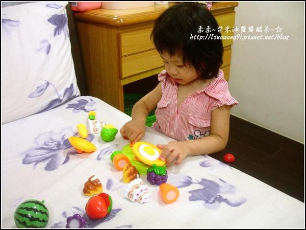 2009-0920-1歲9個月開始喜歡玩扮家家酒.jpg