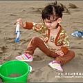 2009-1011-1歲9個半月第一次玩沙子.jpg