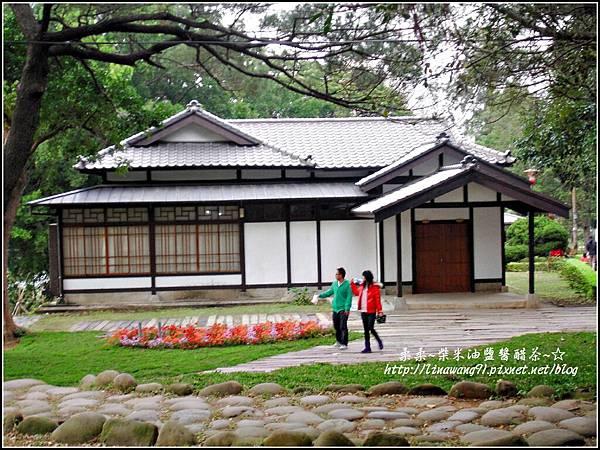 2010-0131-玻璃工藝博物館紅色和服外拍 (27).jpg
