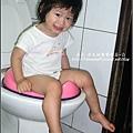 再次訓練YUKI 坐小馬桶-2009-0703 (2).jpg