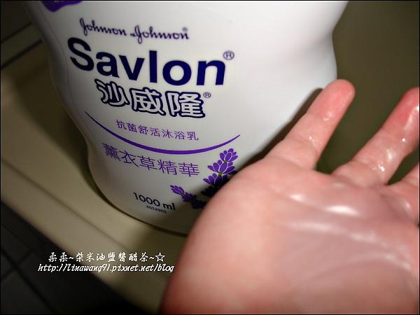 yuki-2歲3個月-用沙威隆洗澡-2010-0328 (6).jpg
