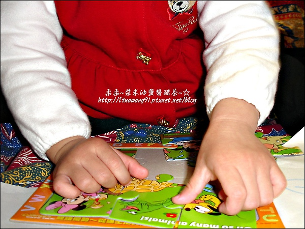 2010-0315-yuki 2歲2個月玩拼圖 (1).jpg