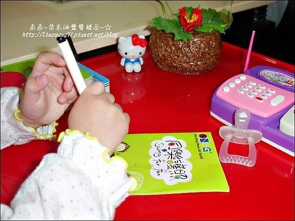 2009-1206-YUKI-1歲11個月玩打電話.jpg