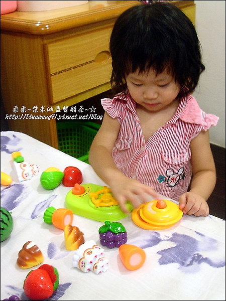 2009-0920-YUKI-1歲9個月玩扮家家.jpg