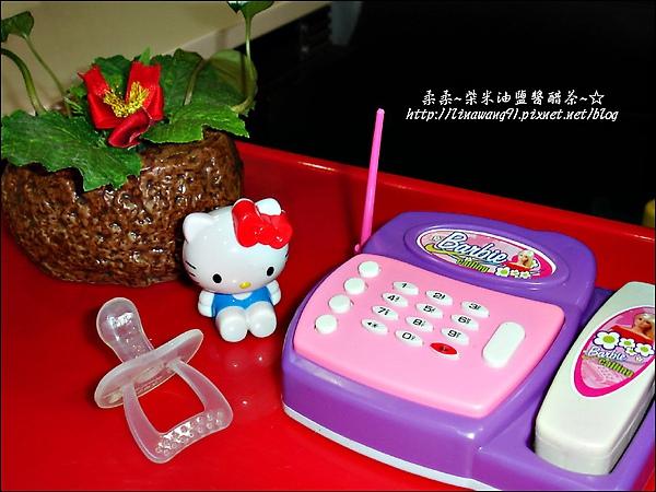 2009-1206-YUKI-1歲11個月玩打電話 (1).jpg
