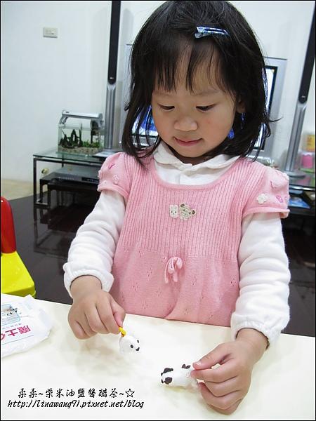 YUKI-2歲3個月玩黏土2010-0409 (6).jpg