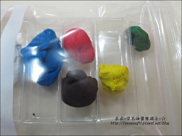 YUKI-2歲3個月玩黏土2010-0409 (16).jpg