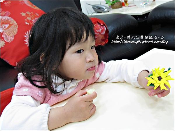 YUKI-2歲3個月玩黏土2010-0409 (21).jpg