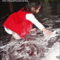 2010-0323-yuki 2歲3個月玩痱子粉 (2).jpg