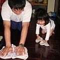 2010-0323-yuki 2歲3個月玩痱子粉 (9).jpg