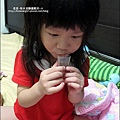 2010-1019-Yuki2Y9M肯自己吃藥.jpg