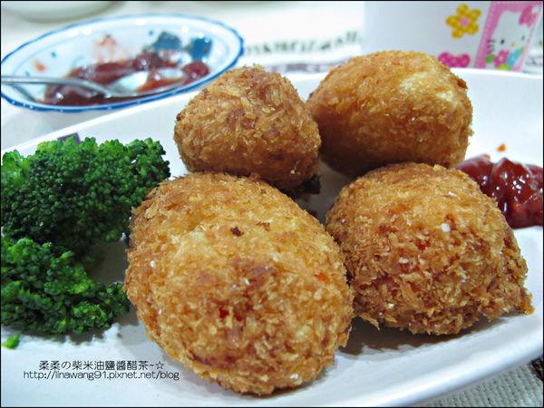 2011-0307-康寶香蟹南瓜-火腿蘑菇濃湯-可樂餅-親子丼 (12).jpg