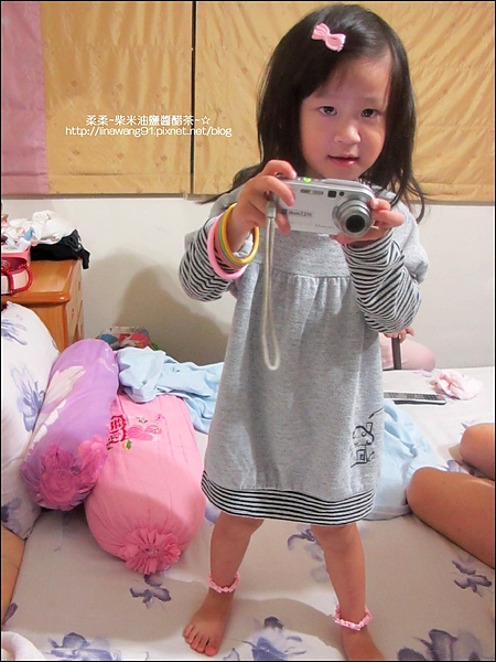 2010-1021 -Yuki2Y10M喜歡玩照相機.jpg