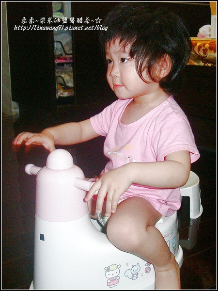yuki的第一個小馬桶-2009-0504 (3).jpg