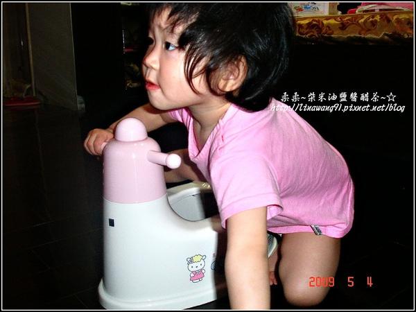 yuki的第一個小馬桶-2009-0504.jpg