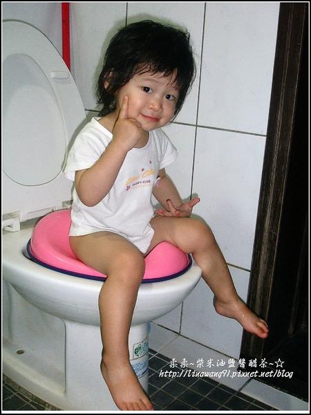 再次訓練YUKI 坐小馬桶-2009-0703 (1).jpg