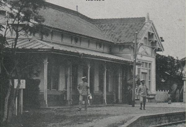 1910,台中驛長事務室與跨線橋-1.png